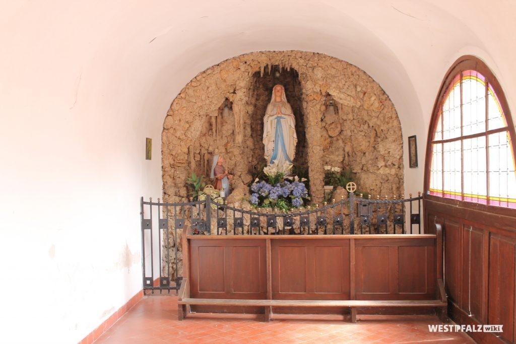 Mariengrotte in der katholischen Kirche in Hütschenhausen