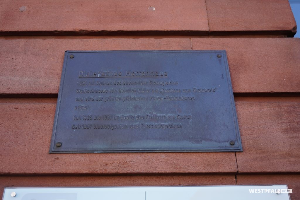 Informationstafel am Hauptgebäude des Herrenhauses