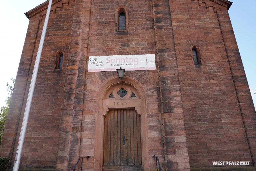 Hautportal der protestantischen Kirche in Steinwenden