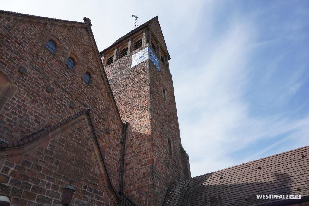 Kirchturm der katholischen Kirche in Hütschenhausen