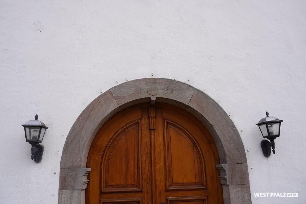 Eingangstür der protestantischen Kirche in Misau