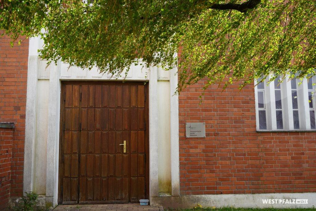 Eingang der protestantischen Kirche in Ramstein