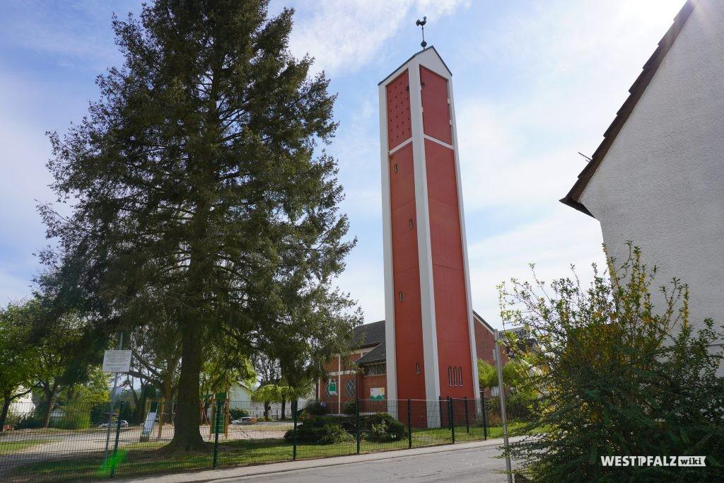 Kirchturm der protestantischen Kirche in Ramstein