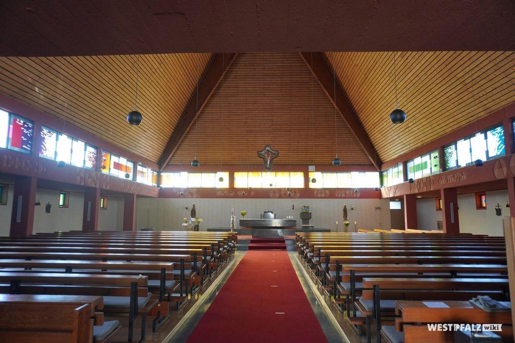 Innenansicht der katholischen Kirche in Rodenbach
