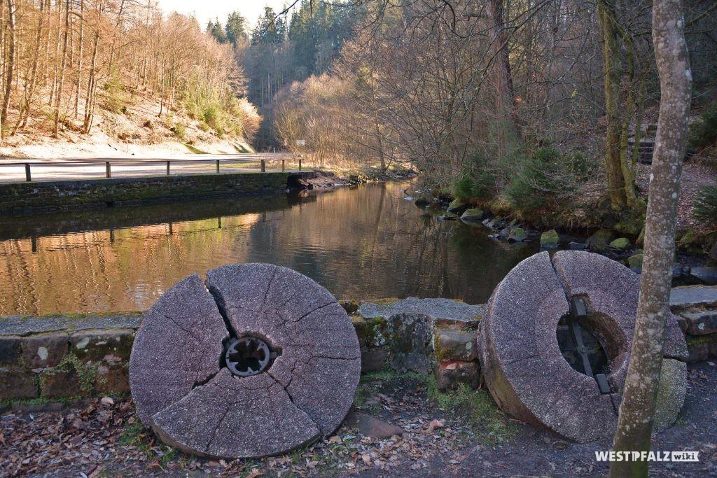Ehemalige Mühlräder bei der Klug'schen Mühle