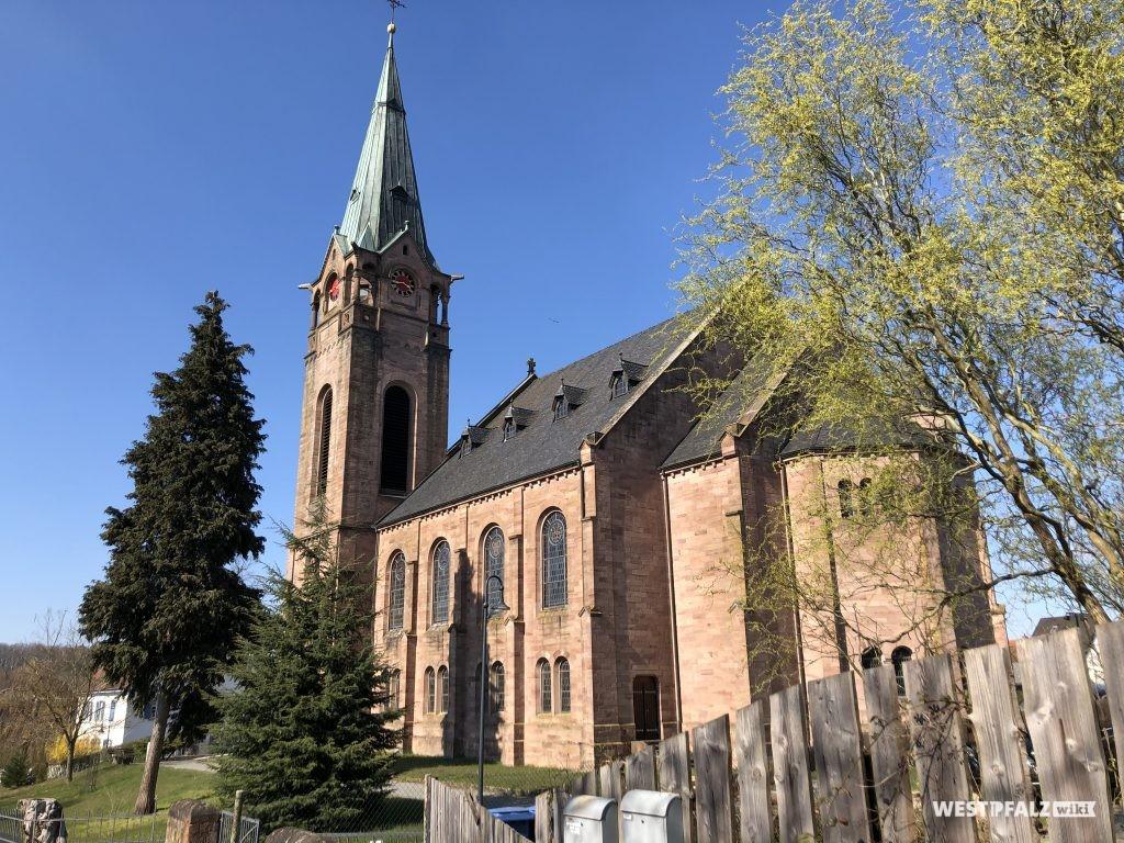 Rückansicht der protestantischen Kirche in Weilerbach