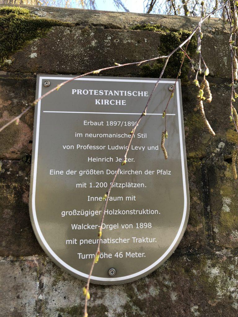 Informationstafel an der protestantischen Kirche in Weilerbach