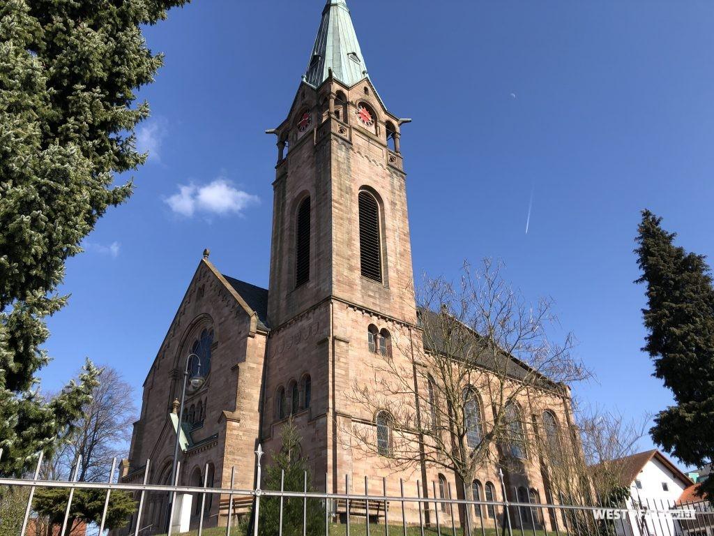 Kirchturm der protestantischen Kirche in Weilerbach