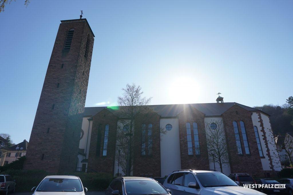 Seitenansicht der Heilig-Geist-Kirche in Landstuhl