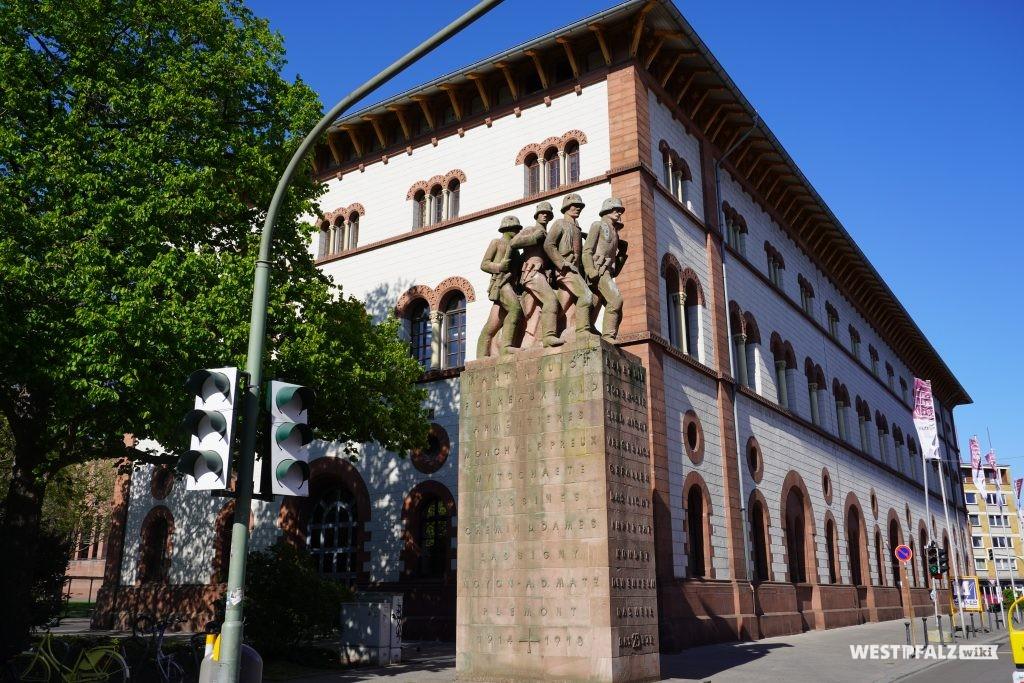 Kriegerdenkmal vor der Fruchthalle in Kaiserslautern