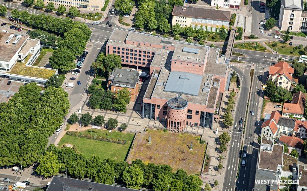 Luftansicht des Pfalztheaters