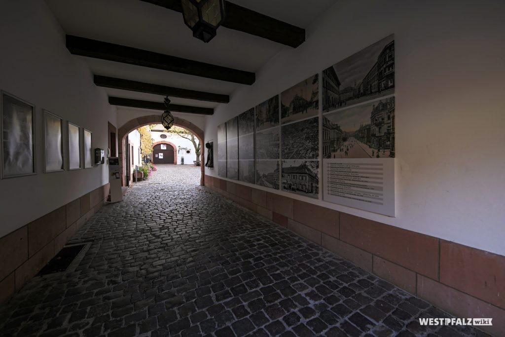 Gang zum Innenhof des Museums