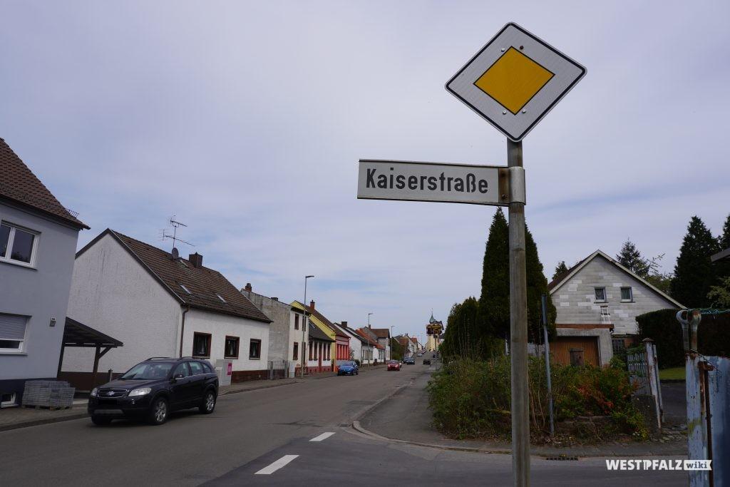 Kaiserstraße in der Gemeinde Hauptstuhl