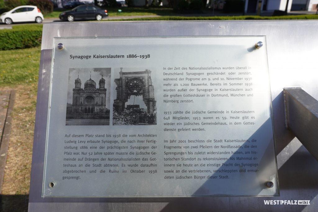 Informationstafel auf dem Synagogenplatz