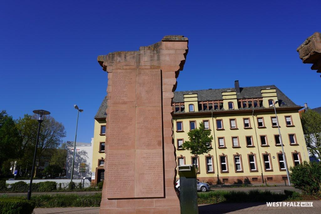 Gedenktafel mit 192 Namen jüdischer Kaiserslauterer Mitbürger, die im Holocaust ermordet wurden