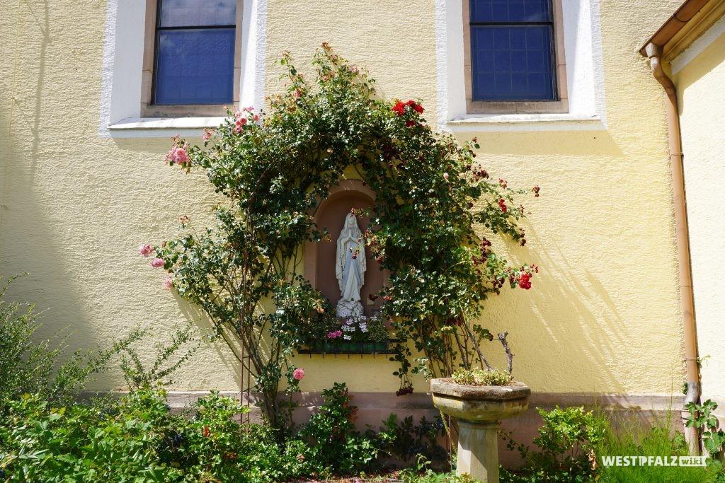 Mariengrotte an der katholischen Kirche in Kottweiler-Schwanden