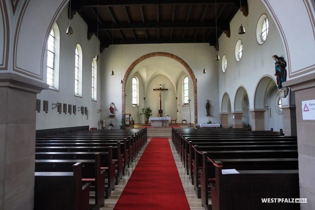 Innenansicht der katholischen Kirche in Kottweiler-Schwanden