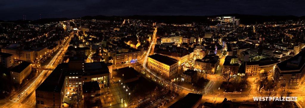 Blick vom Rathaus bei Nacht
