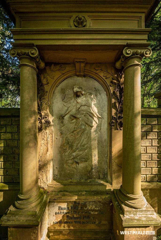 Neurenaissance Grabmal auf dem Alten Friedhof in Pirmasens
