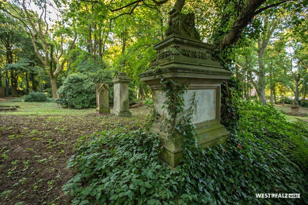 Grabmäler auf dem Alten Friedhof in Pirmasens
