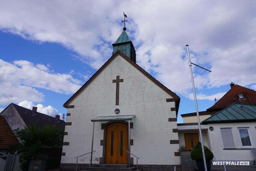 Frontansicht der protestantischen Kirche in Schwedelbach