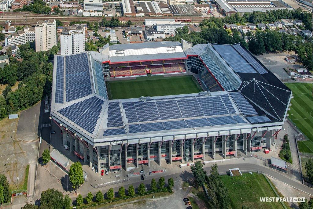 Blick von oben auf das Fritz-Walter-Stadion