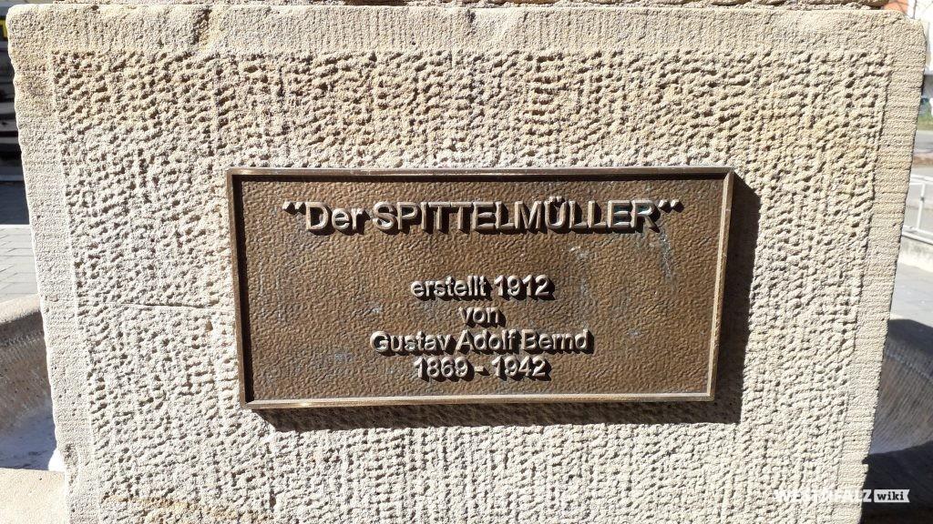 Inschrift am Brunnen