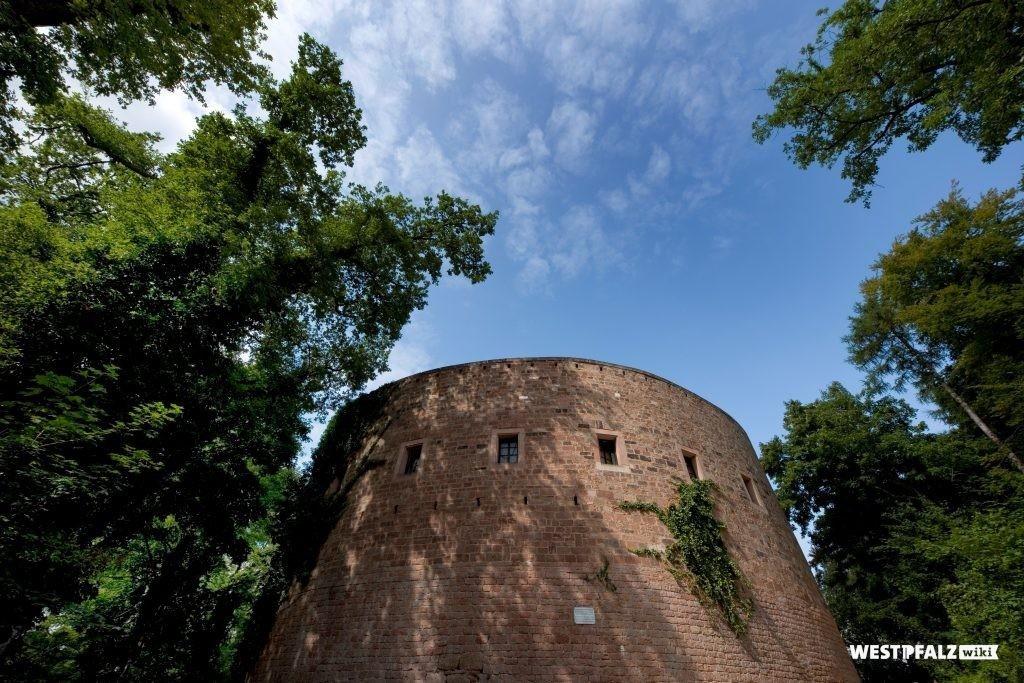 Batterieturm der Burg Nanstein