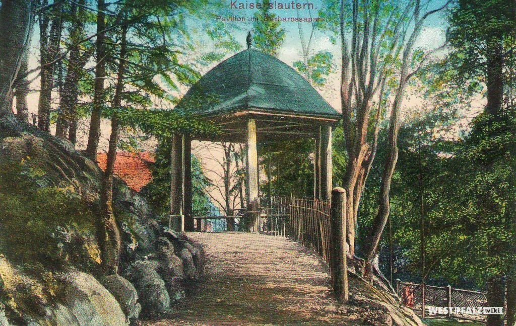 Postgarte eines Pavillon im Barbarossapark