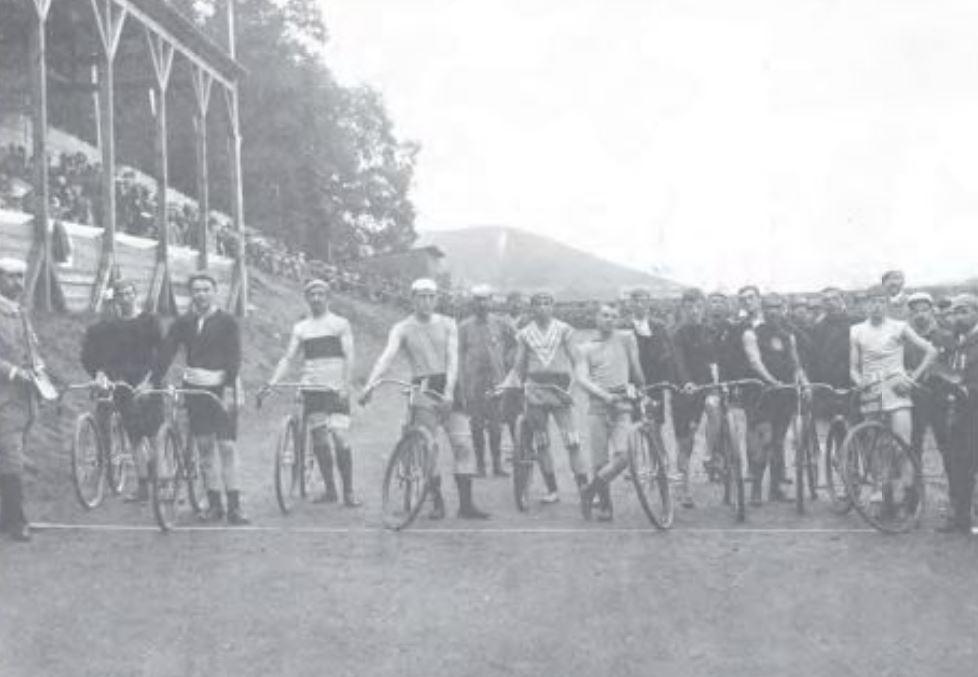 Bild eines Radrennens aus dem Jahr 1908