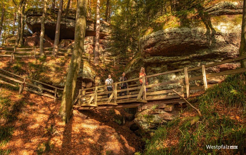 Brücken durch die Felsformation