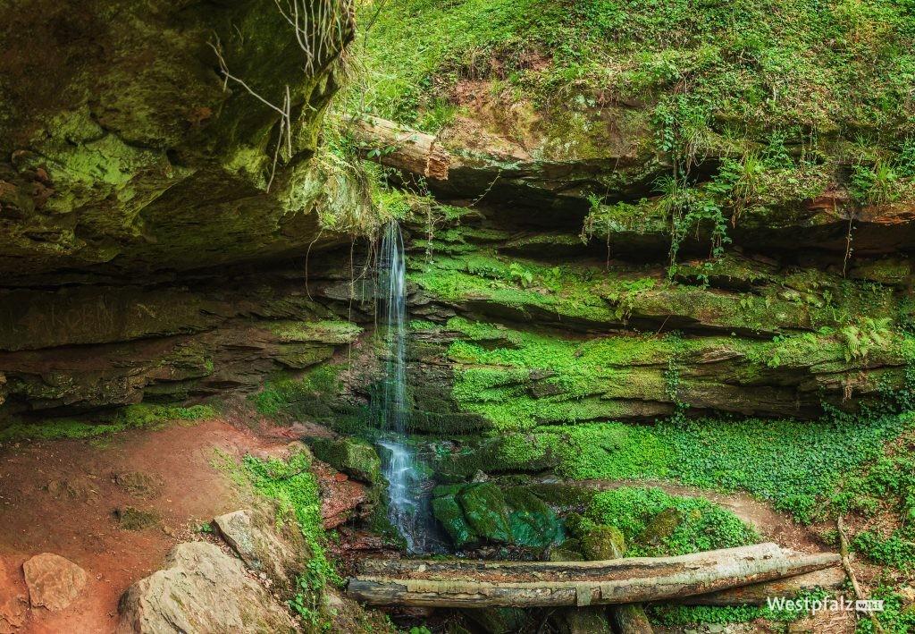 Wasserlauf durch die Felsformation