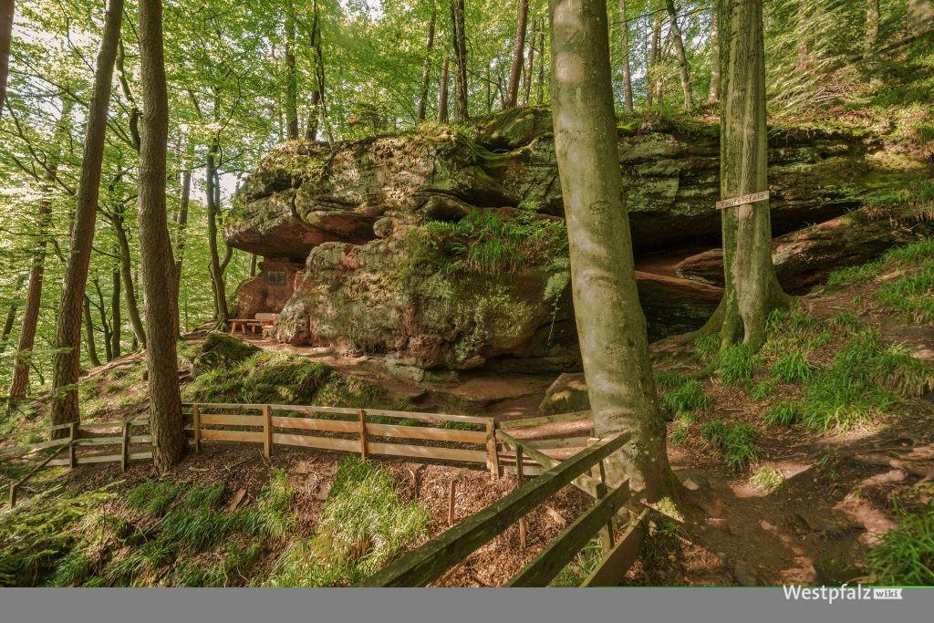 Teufelsfelsen im Gersbachtal bei Pirmasens-Niedersimten