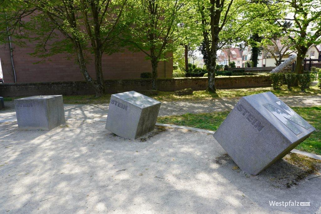 """Skulptur 12 """"Steinwendener Steine"""""""