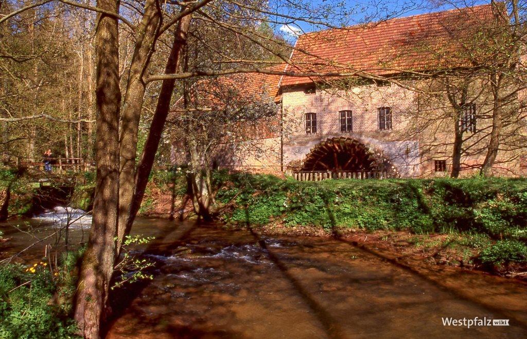 Außenansicht der Rosselmühle bei Thaleischweiler-Fröschen