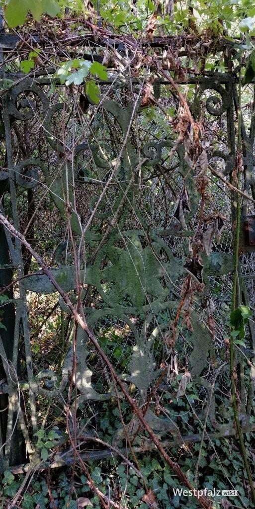 Reste des alten Zugangstors zum Felsengarten